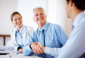 Altersvorsorgeberatung: Eine Altersvorsorge Beratung kann im privaten Rahmen und über das Unternehmen im Rahmen einer betrieblichen Altersvorsorge durchgeführt werden